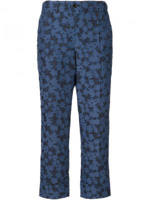 Укороченные брюки с цветочным узором Julien David. Цвет: синий