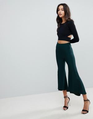 ASOS Мягкие расклешенные брюки Tailored. Цвет: зеленый