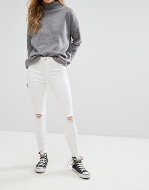 New Look Джинсы скинни с рваными коленями. Цвет: белый