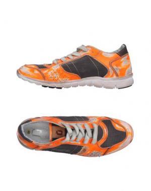 Низкие кеды и кроссовки MONOCROM. Цвет: оранжевый