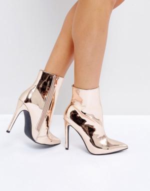 Public Desire Золотистые ботильоны на каблуке Harlee. Цвет: золотой