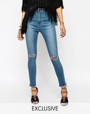 Liquor & Poker Рваные укороченные джинсы скинни с высокой талией. Цвет: синий