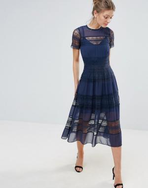 Body Frock Платье миди с короткими рукавами и кружевом по краю Bodyfrock. Цвет: темно-синий