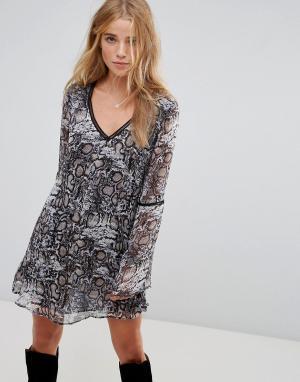 WYLDR Чайное платье с принтом и вставками. Цвет: мульти