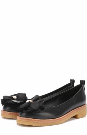 Кожаные туфли с цветочной аппликацией Lanvin. Цвет: черный