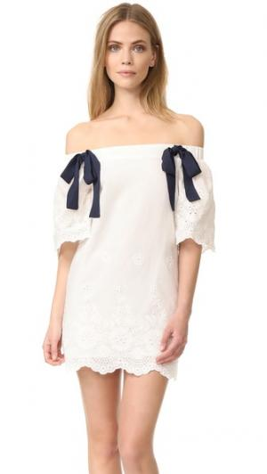 Платье с открытыми плечами и завязкой ENGLISH FACTORY. Цвет: белый/темно-синий
