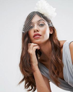 ASOS Обруч для волос с вуалеткой и цветком Wedding. Цвет: кремовый