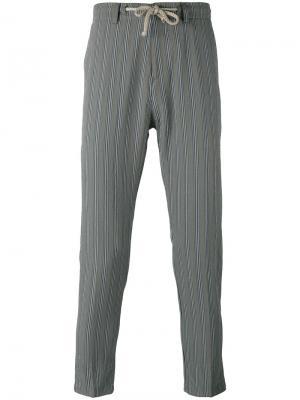 Зауженные полосатые брюки Paolo Pecora. Цвет: серый