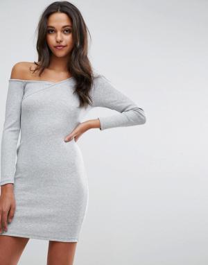 ASOS Облегающее платье в рубчик с асимметричным воротом и длинными рукавами. Цвет: серый