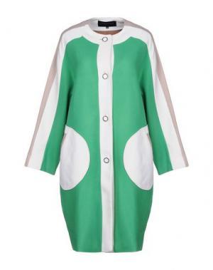 Легкое пальто JONATHAN SAUNDERS. Цвет: зеленый