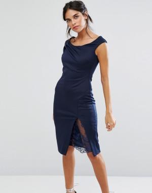 City Goddess Платье-футляр с кружевом и вырезом лодочкой. Цвет: темно-синий