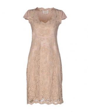 Платье до колена OLVI'S. Цвет: бежевый