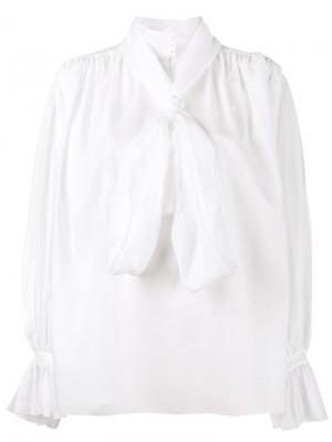 Блузка с высокой горловиной и завязкой на мягкий бант Vika Gazinskaya. Цвет: белый