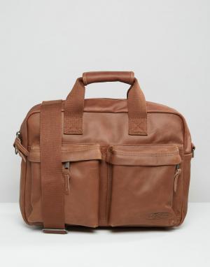 Eastpak Уплотненная кожаная сумка для ноутбука PakR. Цвет: коричневый