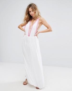 Liquorish Пляжное платье макси с вышивкой и монетами. Цвет: белый