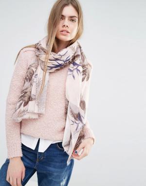 Becksondergaard Пастельно-розовый шарф с лиственным принтом. Цвет: розовый