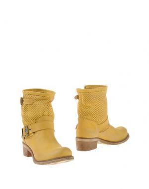Полусапоги и высокие ботинки GIACKO. Цвет: желтый