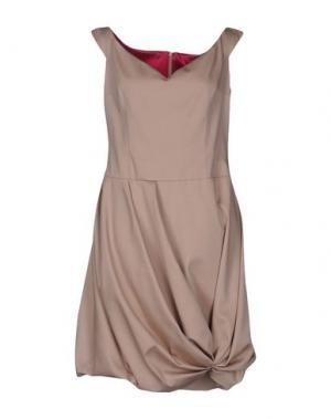 Короткое платье IVAN MONTESI. Цвет: телесный