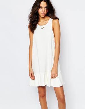 BA&SH Платье с заниженной талией и оборкой по краю Desir. Цвет: кремовый