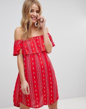 New Look Пляжное платье с широким вырезом и ацтекским принтом. Цвет: красный
