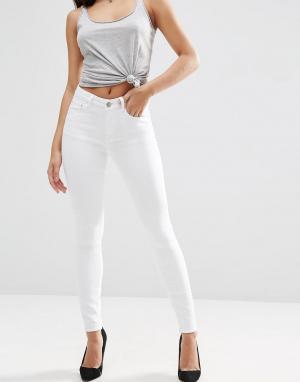 ASOS Белые зауженные джинсы с завышенной талией RIDLEY. Цвет: белый