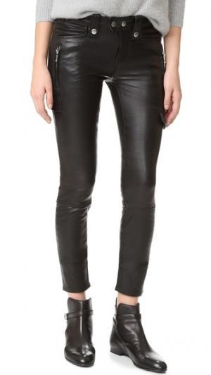 Байкерские брюки-скинни FRAME. Цвет: голубой
