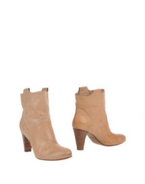 Полусапоги и высокие ботинки TWO 6 SHOES. Цвет: песочный