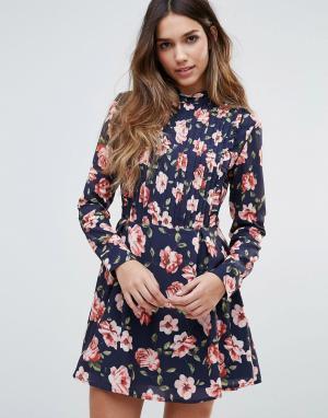 Unique 21 Короткое приталенное платье с высокой горловиной и складками. Цвет: мульти