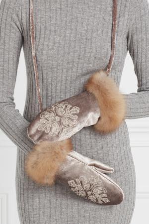 Бархатные варежки с мехом соболя Marusya. Цвет: серый