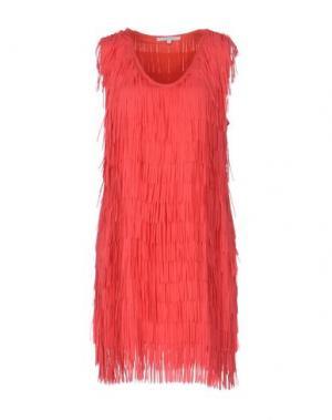 Короткое платье KORALLINE. Цвет: коралловый