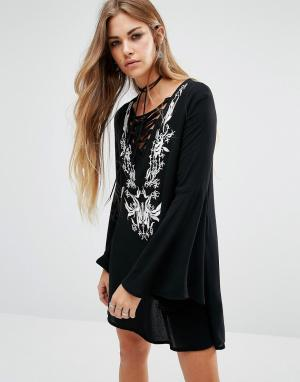 Lira Богемное платье со шнуровкой спереди и вышивкой. Цвет: черный