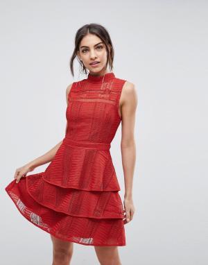 Adelyn Rae Ярусное платье Bianca. Цвет: красный
