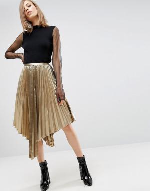 ASOS Плиссированная асимметричная юбка миди цвета металлик. Цвет: золотой