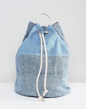ASOS Большая джинсовая сумка дафл с затягивающимся шнурком. Цвет: синий
