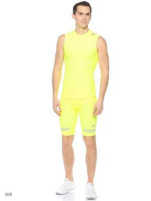 Компрессионные шорты Adidas. Цвет: желтый