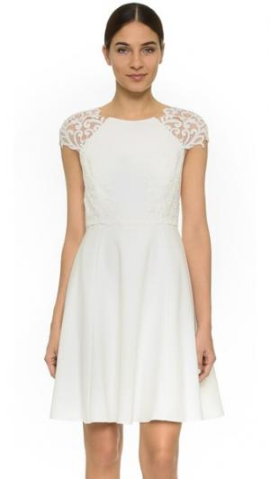 Коктейльное платье с короткими рукавами Marchesa Notte. Цвет: золотой
