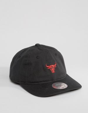 Mitchell & Ness Кепка регулируемого размера Chukker Chicago Bulls. Цвет: черный