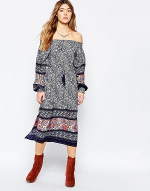 Diya Платье миди с открытыми плечами и боковыми разрезами. Цвет: мульти
