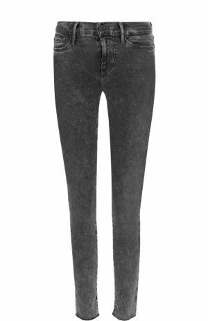 Укороченные джинсы-скинни с потертостями Frame Denim. Цвет: серый