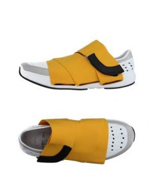 Низкие кеды и кроссовки FESSURA. Цвет: желтый