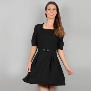 Платье короткое расклешенное однотонное, с короткими рукавами MOLLY BRACKEN. Цвет: черный