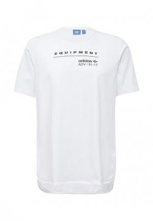 Футболка adidas Originals. Цвет: белый