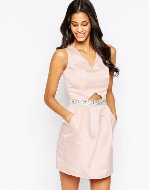 Laced In Love Платье с отделкой на талии и вырезами. Цвет: кремовый