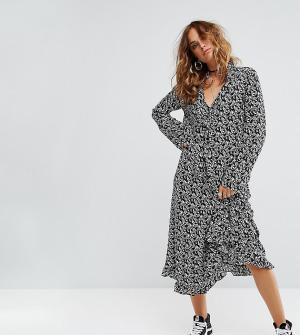 Reclaimed Vintage Платье миди с расклешенными рукавами Inspired. Цвет: черный