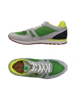 Низкие кеды и кроссовки LOTTO LEGGENDA. Цвет: зеленый