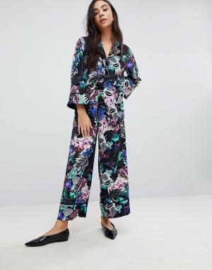 Monki Широкие брюки с цветочным тропическим принтом. Цвет: мульти
