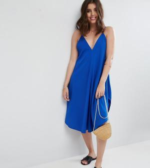 ASOS Petite Пляжное платье на бретелях с асимметричным краем. Цвет: синий