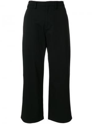 Укороченные расклешенные брюки Nº21. Цвет: чёрный