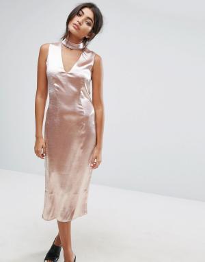 J.O.A Платье миди с глубоким вырезом и горловиной-чокером. Цвет: розовый