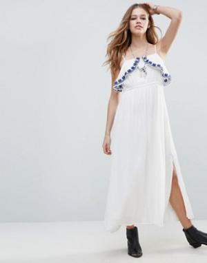 Raga Платье макси с оборкой на груди Santorini. Цвет: белый